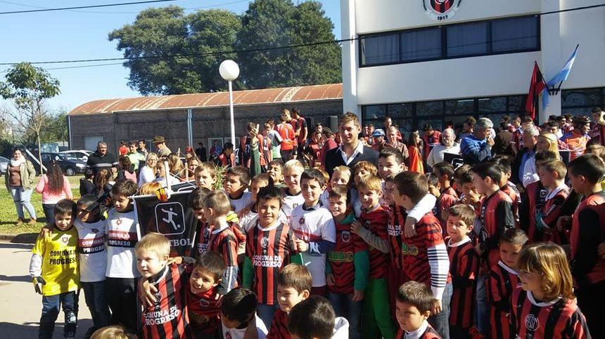 Emiliano Sala et les jeunes joueurs de Progreso.