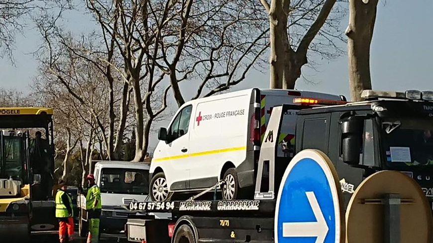 Le camion de la Croix Rouge a été retrouvé mais endommagé