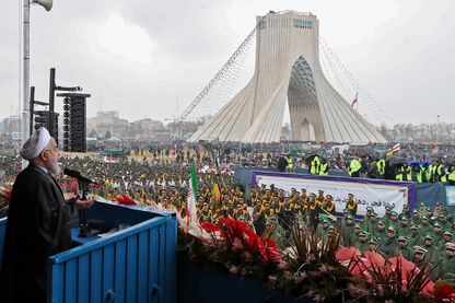 Le président iranien Rohani face à la foule à Téhéran lors des cérémonies du 40ème anniversaire de la Révolution islamique