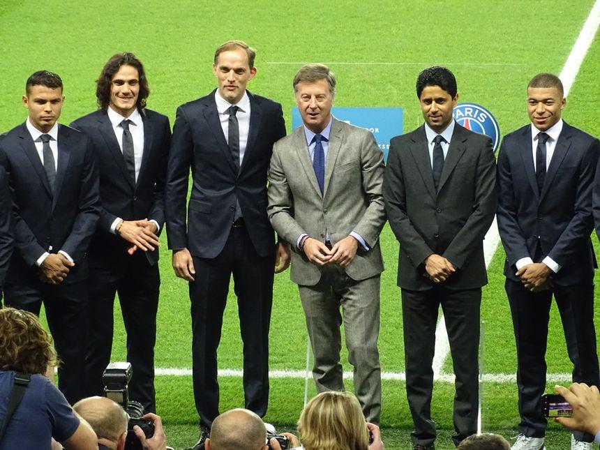 Thiago Silva, Edinson Cavani, Thomas Tuchel, le PDG d'Accor Sébastien Bazin, Nasser Al-Khelaïfi et Kylian Mbappé, le 22 février 2019 à Paris