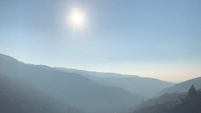 Le soleil surplombe Rochetaillée (commune de Saint-Etienne)