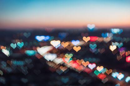 Quand il me prend dans ses bras, je vois la vie en rose… ♫