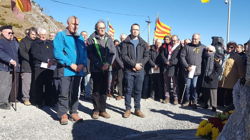 Quim Torra devant le monument de la Retirada avec les maires de Mollo et Prats de Mollo