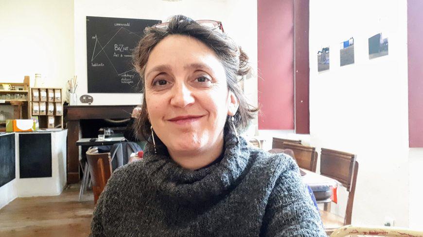 Céline Lallemand, présidente de l'association culturelle O'Babeltut à Saint-Antonin-Noble-Val (82)