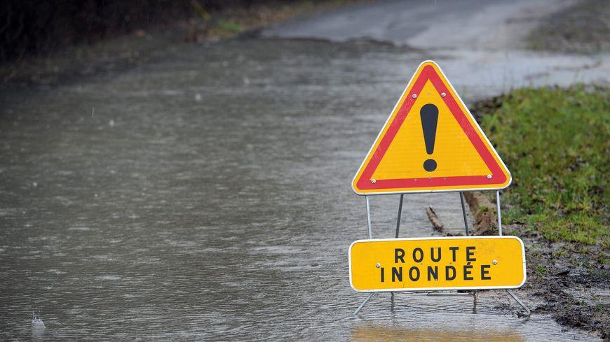 Plusieurs routes départementales coupées dans les Landes pour cause d'inondation