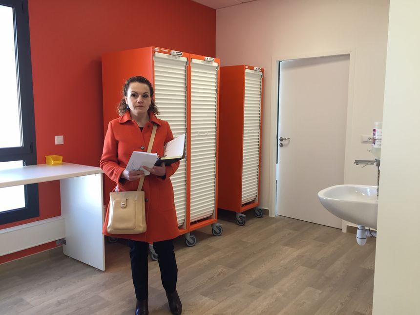 Sophie Gille, directrice de la Nouvelle Bordeaux Tondu fait visiter les nouveaux bâtiments