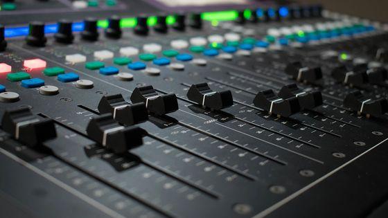 La particularité d'un label numérique, c'est que la musique enregistrée n'est pas diffusée sous forme de disque, mais uniquement sur le web : Youtube, Deezer, Spotify, Amazon