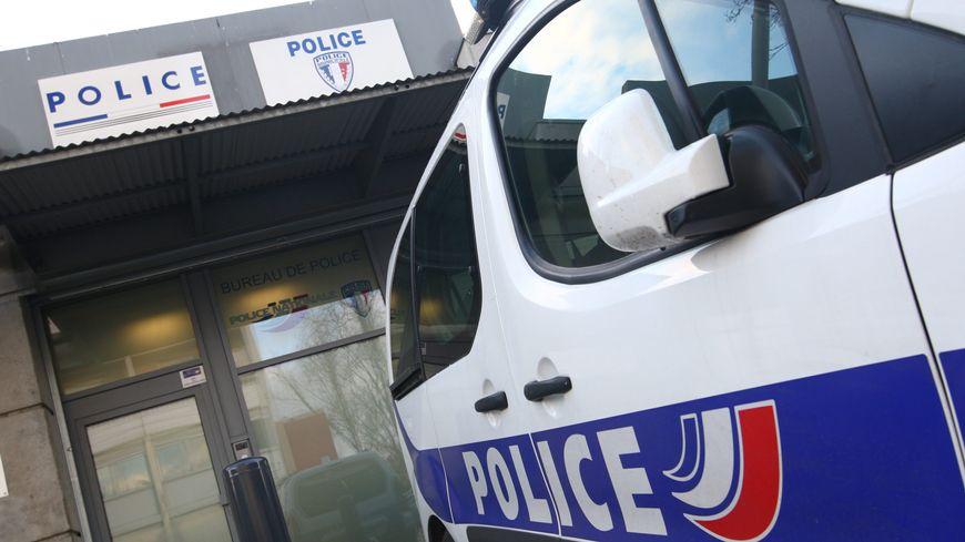 Voiture de police - image d'illustration