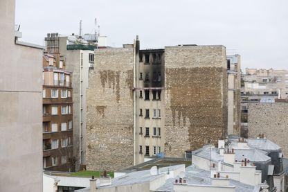 Un violent incendie a ravagé un immeuble d'habitation parisien dans la nuit du 4 au 5 février, dans le XVIe arrondissement.
