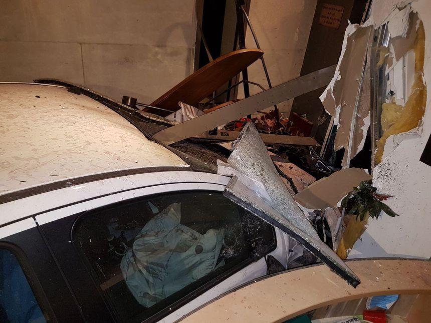 A l 'intérieur du bâtiment, les dégâts sont très importants.
