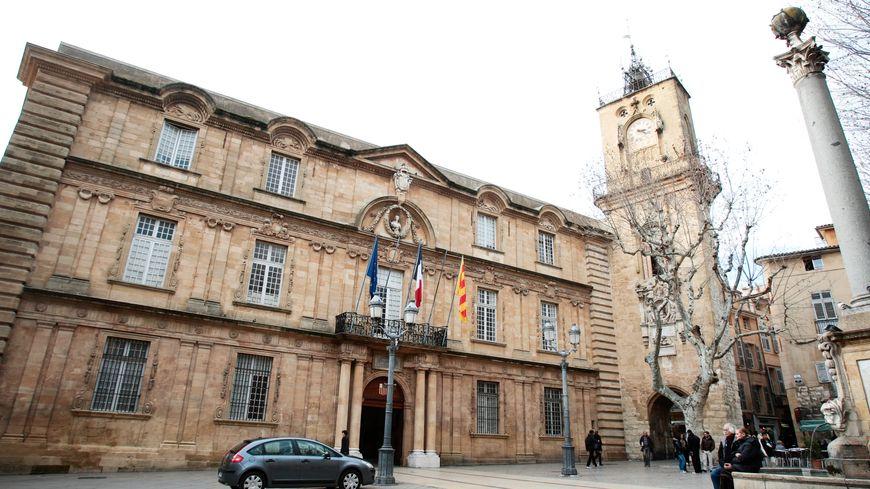 """Le parquet d'Aix aurait ouvert une information judiciaire en mai dernier pour """"prise illégale d'intérêts"""" et """"trafic d'influence""""."""