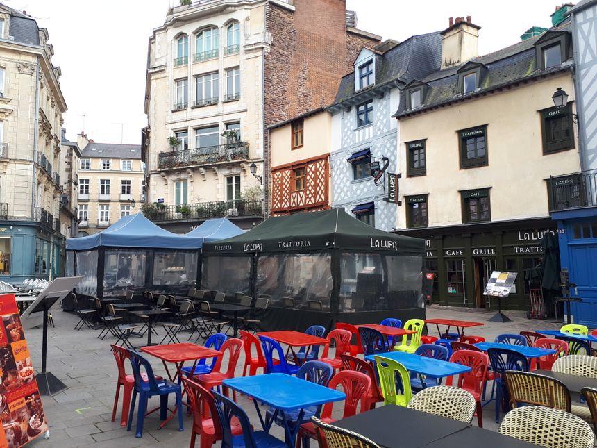 Les terrasses de la place Rallier du Baty à Rennes