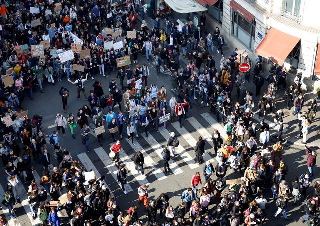 Mobilisation en progression mais toutefois timide à Paris, le 22 février.