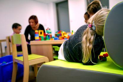 Les AESH souffrent d'un manque de formation pour s'occuper d'enfants handicapés.