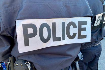 Comment la police repense en profondeur  son programme d'histoire dans ses écoles.