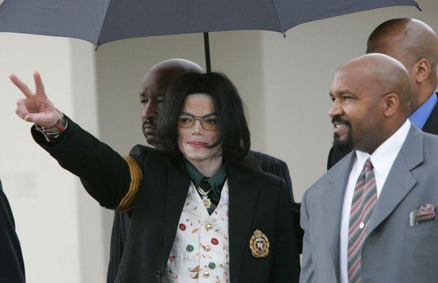 Michael Jackson arrivant au tribunal lors de son procés en 2005