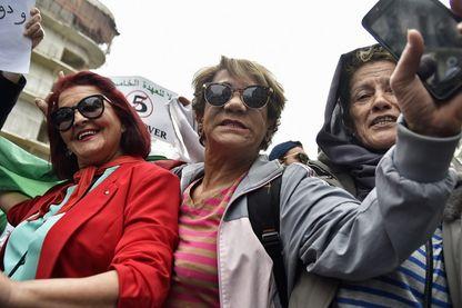 Des citoyennes manifestent dans les rues d'Alger contre une nouvelle candidature du président Bouteflika, le 8 mars dernier, journée internationale des droits des femmes.