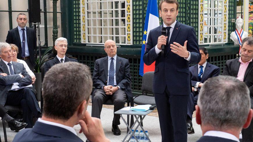 Emmanuel Macron devant les maires de Gironde ce vendredi.
