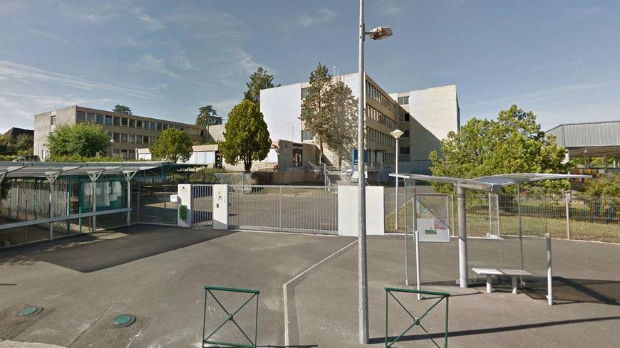 Le collège Marcel Masbou à Figeac accueille environ 650 élèves.