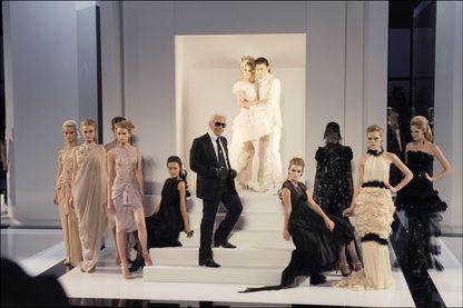Karl Lagerfeld, lors du défilé Automne-Hiver de Chanel (07 juillet 2009, Paris)