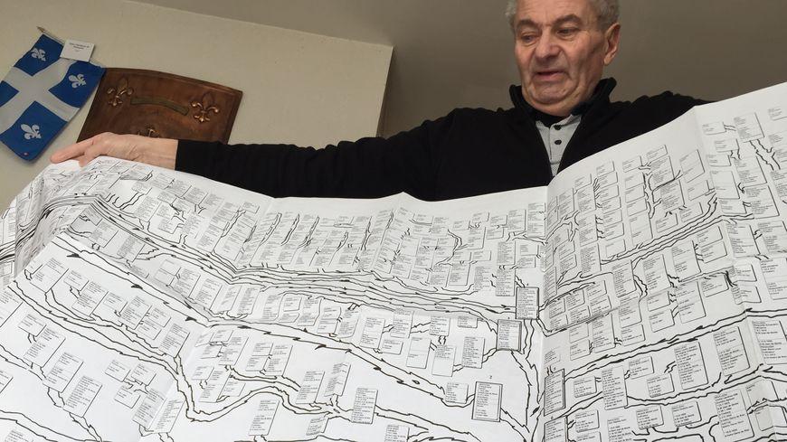 Didier Martineau a récolté patiemment 73 000 noms d'ancêtres et de cousins à mesure des années.