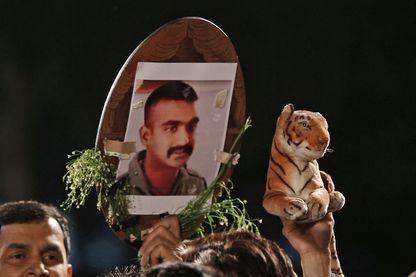 Manifestation pour le retour du capitaine de l'armée de l'air Abhinandan Varthaman