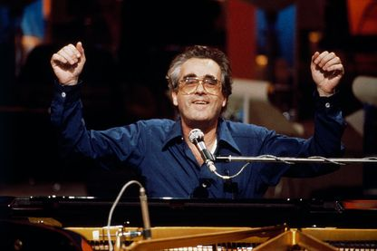 Michel Legrand au piano en 1980