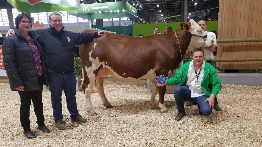 Mabelle, une vache du Doubs, remporte le prix de la meilleure mamelle jeune