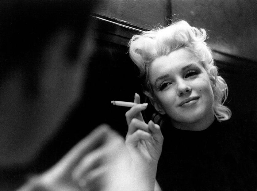 Marilyn dans un restaurant de la ville de New York, mars 1955.