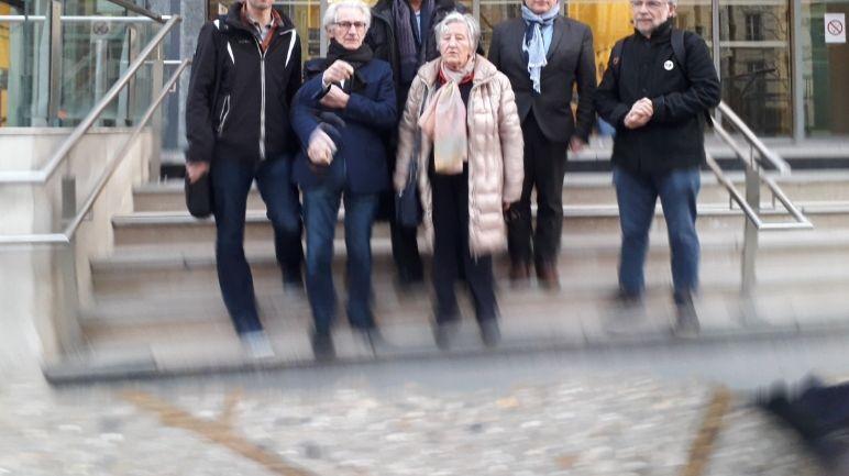 La délégation de défenseurs de la maternité et de l'hôpital du Blanc a la sortie du ministère de la Santé à Paris