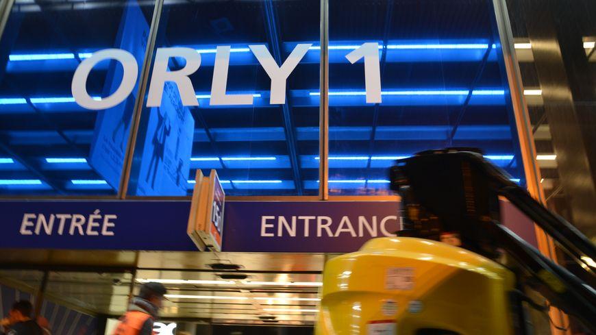 Facade du nouvel aérogare Orly 1 de l'aéroport de Paris-Orly