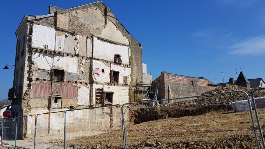 Les premières maisons délabrées ont été démolies, elles vont laisser place à du logement neuf.
