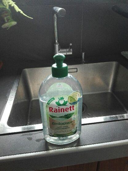 La bouteille en plastique recyclé de liquide vaisselle Rainett