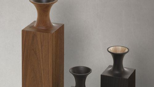 Quand le vide résonne avec le plein : les vases en bois de Mathieu Delacroix
