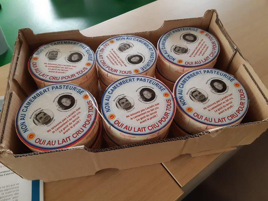 Caisse de camemberts commandés par le député Richard Ramos