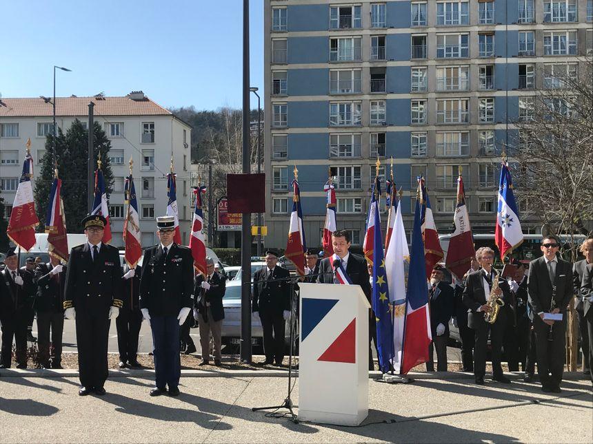 """Le maire de Saint-Etienne Gaël Perdriau a rendu hommage à un """"héros de la République"""" dans son discours."""
