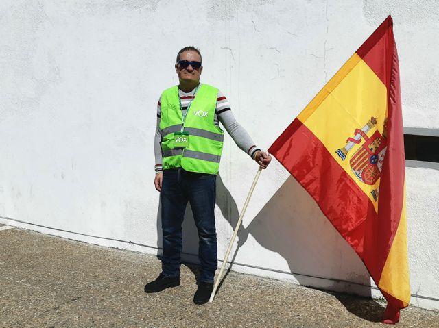 Un militant de Vox, en Andalousie. Le parti entend bien gagner du terrain lors des législatives du 28 avril et, fin mai, aux européennes.