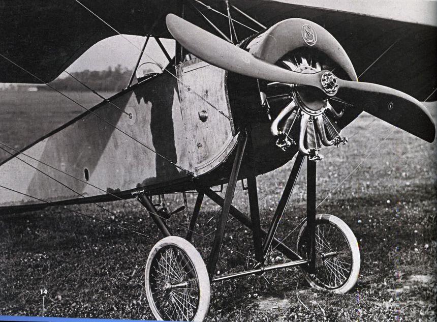 Cet appareil a servi à l'armée française, notamment piloté par Roland Garros.