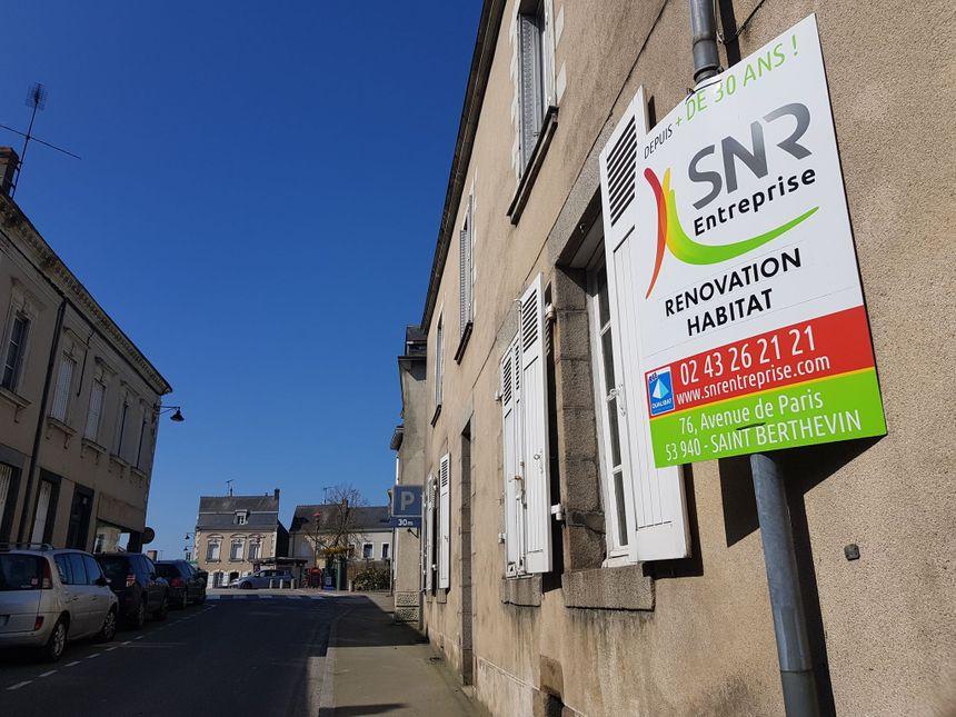 Nombreux sont les commerces et les appartements vides dans le centre-bourg de Cossé-le-Vivien.