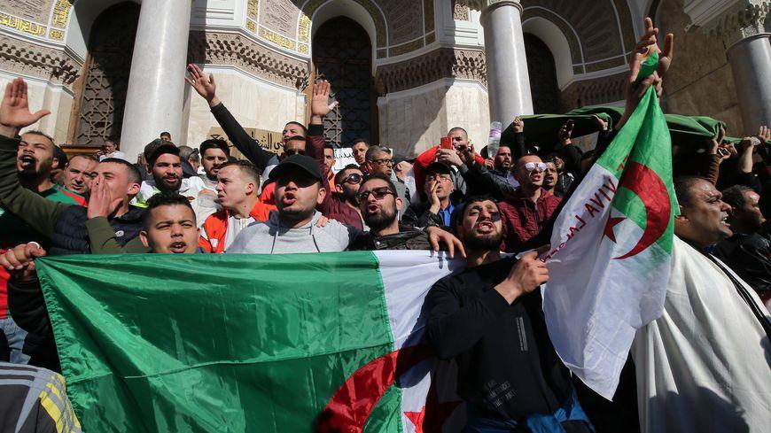 Plusieurs dizaines de milliers de manifestants ont défilé à Alger