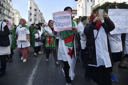 L' Algérie a la veille d'une nouvelle manifestation après le renoncement de Abdelaziz Bouteflika