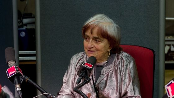Agnès Varda est décédée à lâge de 90 ans. La cinéaste est ici au micro de France Musique le 9 mars 2014