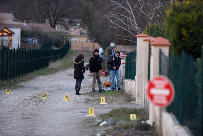 Lors de l'enquête, le suspect a été conduit sur les lieux.