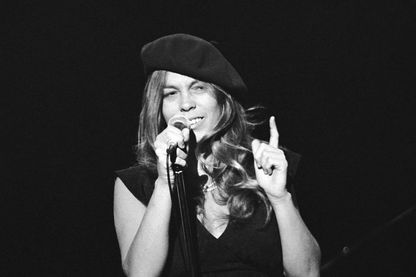Rickie Lee Jones, chanteuse, musicienne et compositrice, en concert à Park West, Chicago, Illinois, le 20 mai 1979.