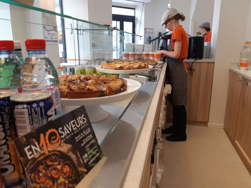 Les employés se relaient à l'accueil, au service et en cuisine dans ce restaurant qui peut accueillir 40 personnes.