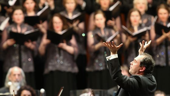 Tugan Sokhiev dirige l' Orchestre national du Capitole de Toulouse et le Chœur du Théâtre Bolchoï au Bolchoï en 2016