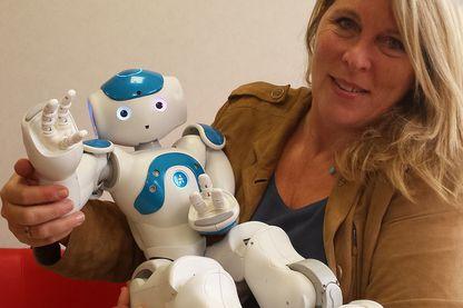Laurence Devillers et le robot Nao