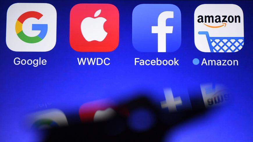 Les logos de Google, Apple, Facebook et Amazon, les géants du web.