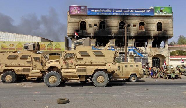 Blindés de la coalition dans les rues d'Hodeida, le grand port yéménite de la mer Rouge