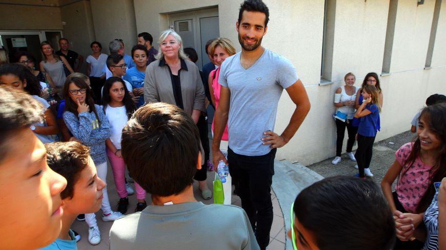 Martin Fourcade, ici en visite dans un collège des Pyrénées-Orientales, reste un modèle pour les jeunes